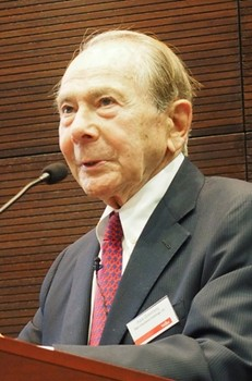 Hank Greenberg sells out of AIG after 50 years
