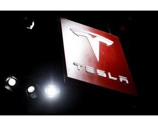 Tesla Owner Sues Carmaker, Alleging Use of Defective Batteries