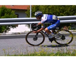 Remco Evenepoel's season put on hold by lingering pelvis injury - Cycling News