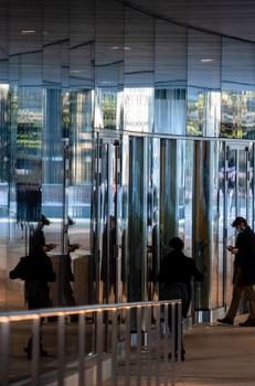 London Banks Rewrite Office Return Plans on Longer Lockdown - Bloomberg