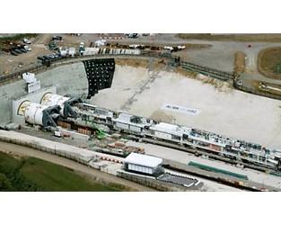 Giant tunnelling machine starts work on HS2 - BBC