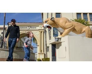 Frieze Los Angeles bids goodbye to Paramount Studios as art fair is postponed to July - The Art Newspaper