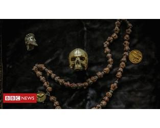 Mansion clear-out reveals 'collectors paradise' - BBC