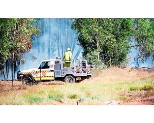 Total fire ban as hot winds fan blazes across NT - Sky News Australia
