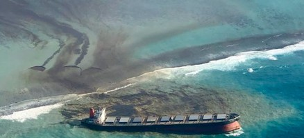 Mauritius Seeks Compensation from Owners of Cargo Vessel After Massive Oil Spill