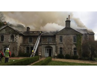 Huge fire rips through 18th Century manor house in Lostwithiel - ITV News