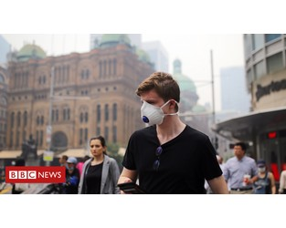 Sydney 'choking' on thick smoke from bushfires - BBC