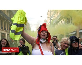 Anger of yellow vests still grips France a year on - BBC